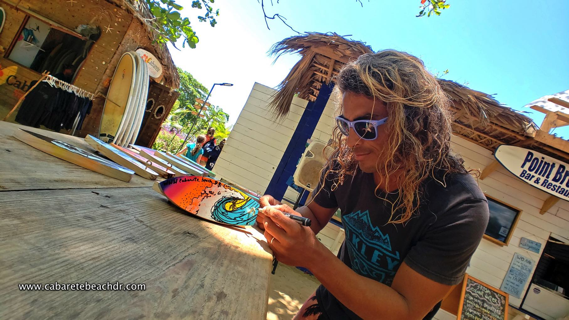 A handcraft expert painting souvenirs in the beach