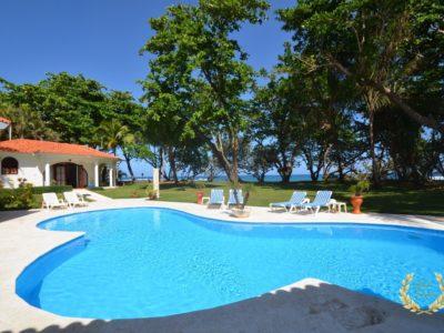 Encuentro beach villa rental