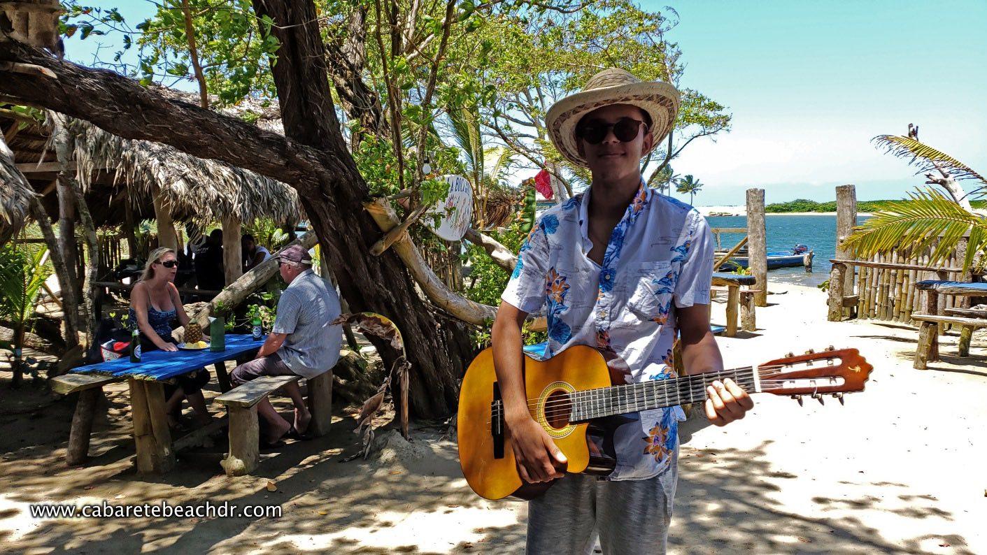 guitar singer at La Boca
