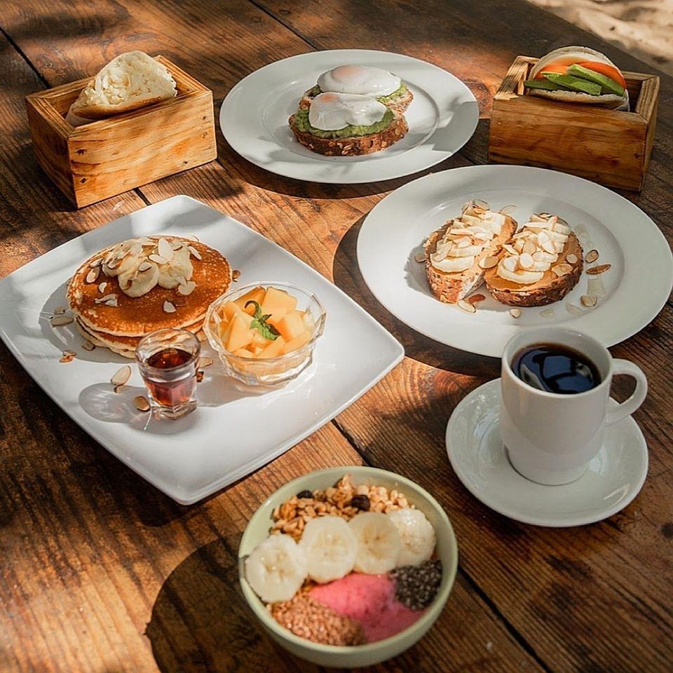 Breakfast at Pura Vida