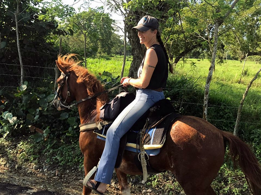 Ute riding a horse