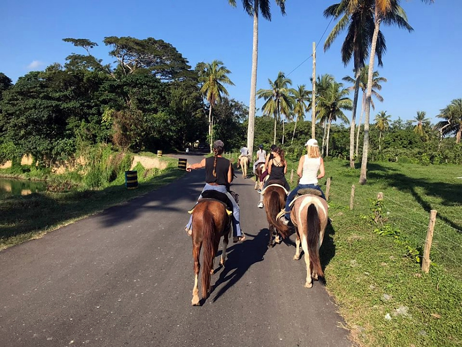 The horseback riding on the street of Veragua
